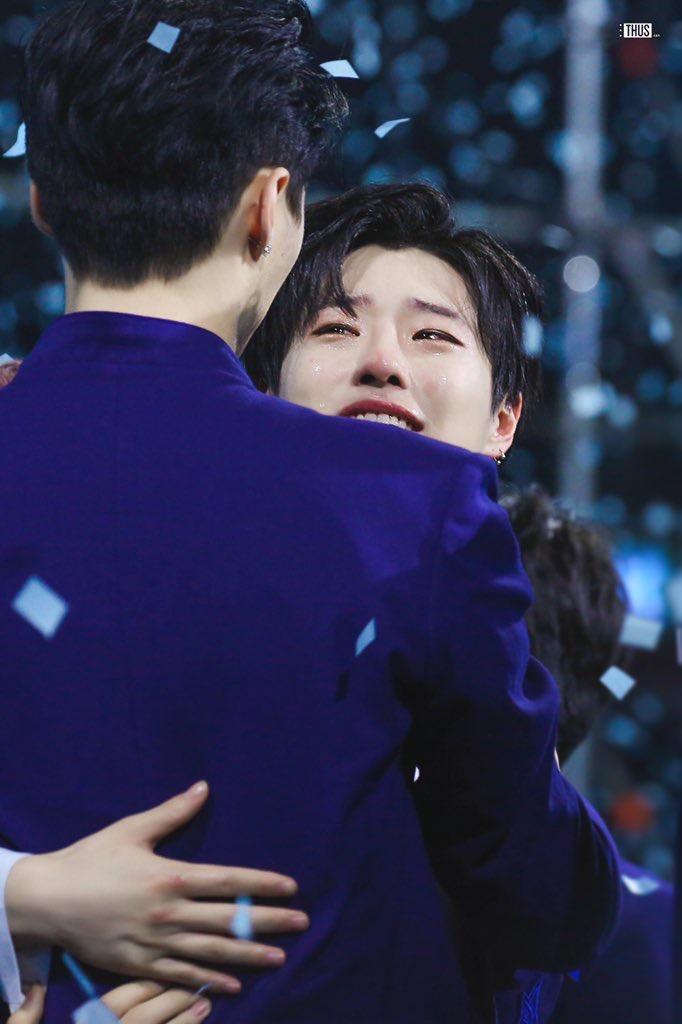 100 khoảnh khắc khóc cạn nước mắt của các thực tập sinh tại đêm chung kết Produce X 101 ảnh 34