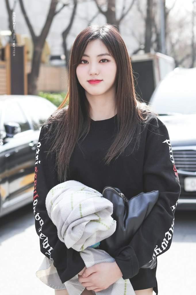 29 thần tượng Hàn sinh năm 2000 sở hữu vẻ ngoài đáng yêu khó cưỡng ảnh 5