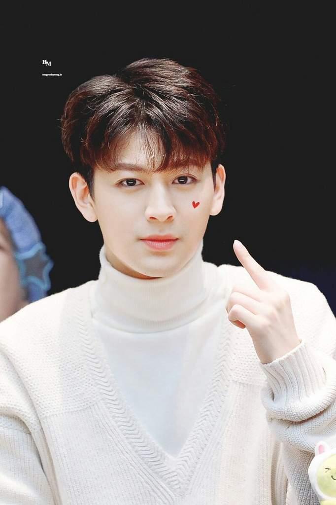 Song Yunhyeong: 24 tuổi (1995).