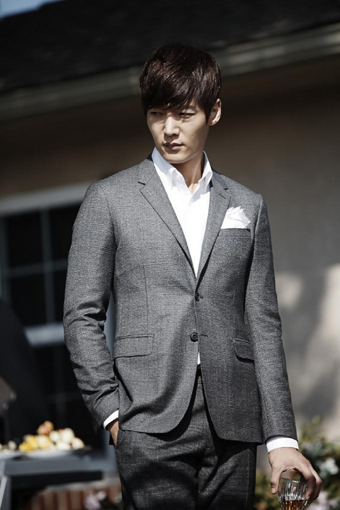 Hai trai đẹp Lee Seung Gi và Choi Jin Hyuk có thể hóa thân thành những kẻ biến thái trong phim Mouse ảnh 5