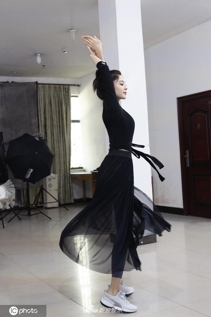 Sau hình ảnh phát tướng tại buổi khai máy, Cổ Lực Na Trát khiến dân mạng tròn mắt vì loạt ảnh tập vũ đạo với thân hình mảnh mai ảnh 7