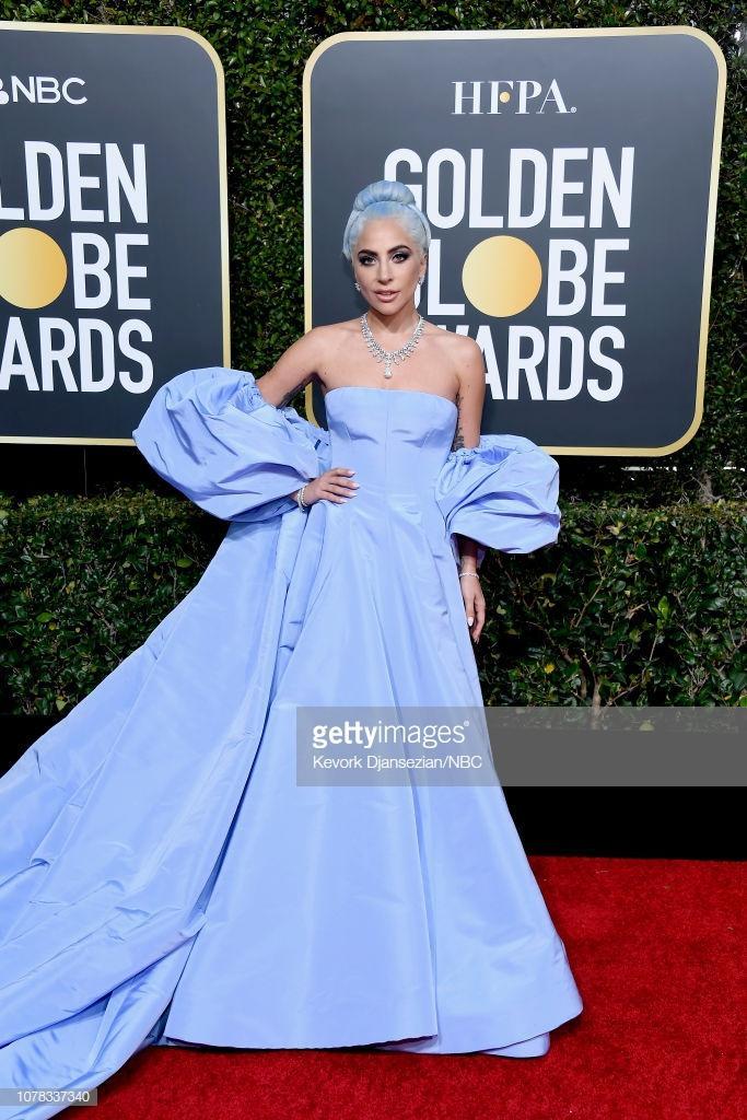 Thảm đỏ Quả Cầu Vàng 2019: Lady Gaga  Dương Tử Quỳnh nổi bật, mỹ nhân gốc Việt khoe vòng một khủng ảnh 1