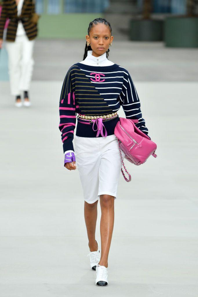 Các kiểu dáng balo đeo sau lưng với gam màu hồng rực rỡ.