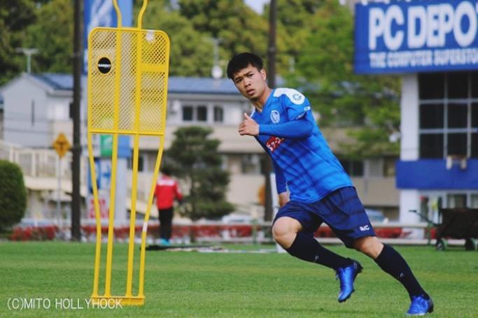 3 năm sau, Phượng bước sang tuổi 24 và đã trưởng thành, chững chạc hơn nhiều so với cái tuổi 21 năm ấy. Trong hai năm liên tiếp vừa qua, trò cưng Park Hang Seo là một trong những cầu thủ trẻ Việt Nam ghi được nhiều bàn thắng nhất.Sau một năm thăng hoa cùng bóng đá Việt Nam ở cấp độ U23 và ĐTQG, Công Phượng đã đạt được thỏa thuận gia nhập CLB Incheon United của Hàn Quốc với bản hợp đồng cho mượn có thời hạn một năm.