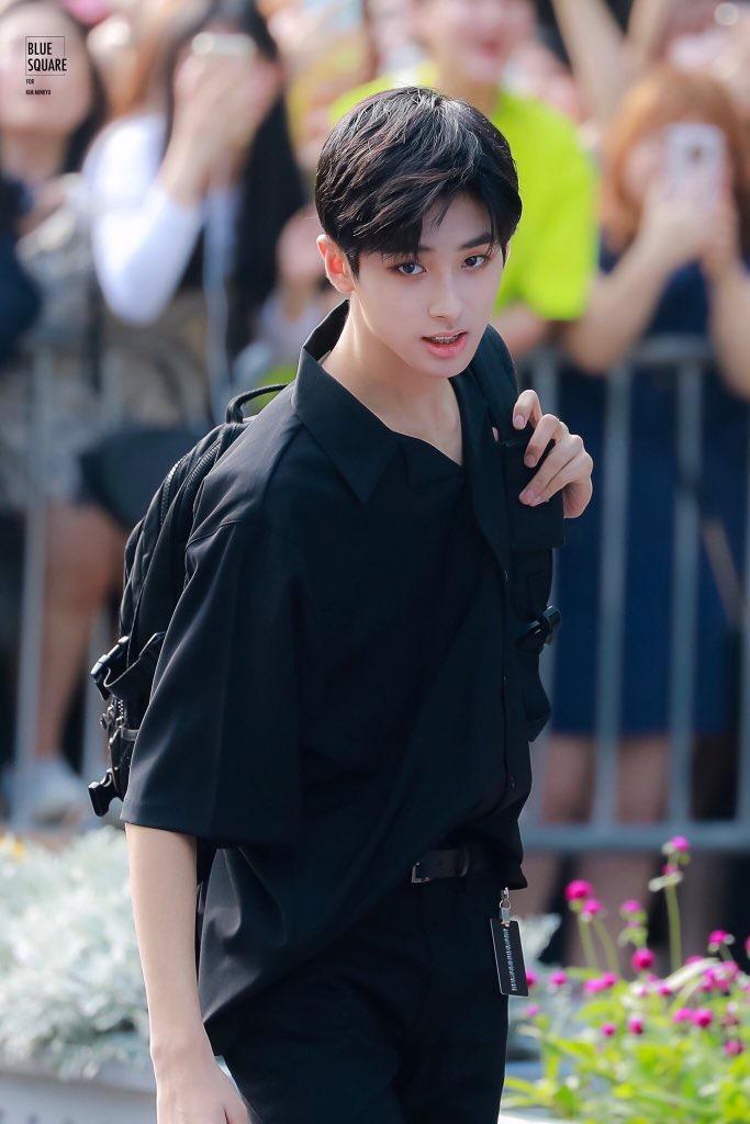 Min Kyu có vẻ ngoài hoàn hảo, giống các nhân vật nam sinh chăm chỉ, gương mẫu và nghiêm túc.