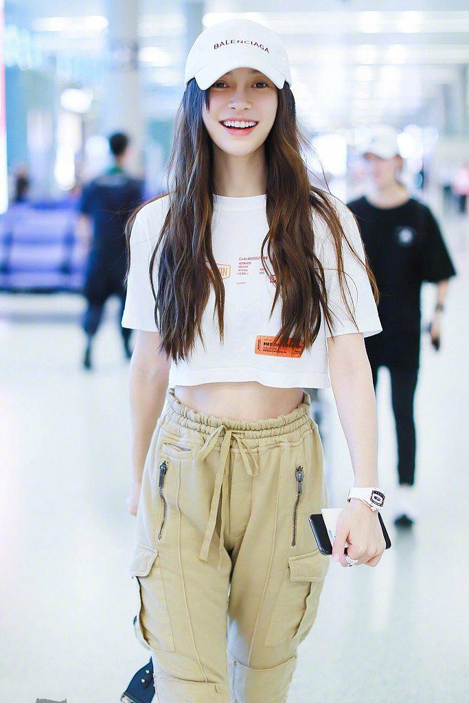 Dương Mịch, Angelababy cùng diện một phong cách thời trang nhưng tạo cảm giác khác biệt ảnh 6