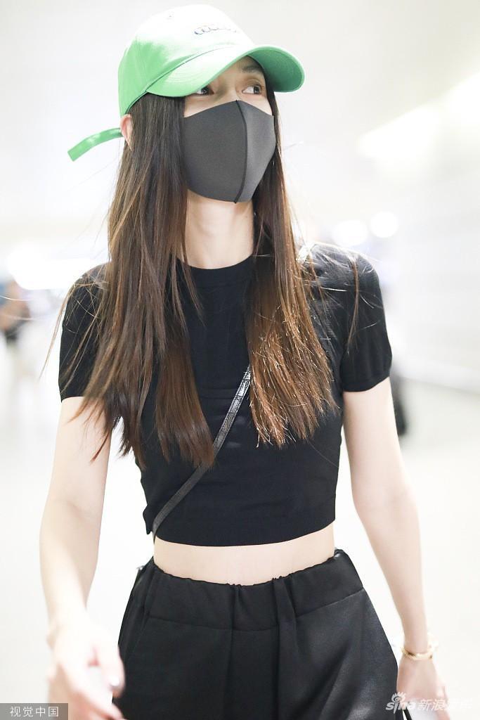 Ngay sau khi Huỳnh Hiểu Minh rời đi thì Angela Baby cũng đến sân bay Thượng Hải