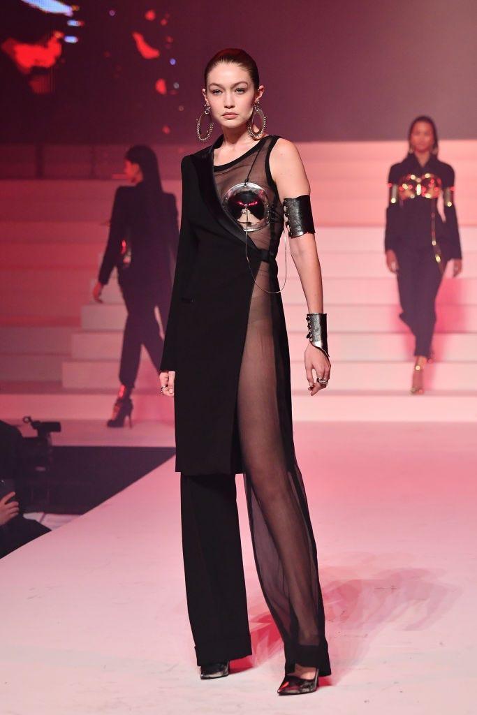 Các siêu mẫu như Miranda Kerr, Kendall Jenner, Gigi Hadid ra sao khi lần đầu catwalk? ảnh 17