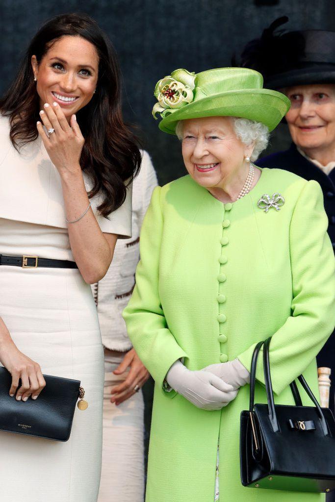 Ý nghĩa sâu xa đằng sau 17 lựa chọn thời trang nổi tiếng của Hoàng gia ảnh 0