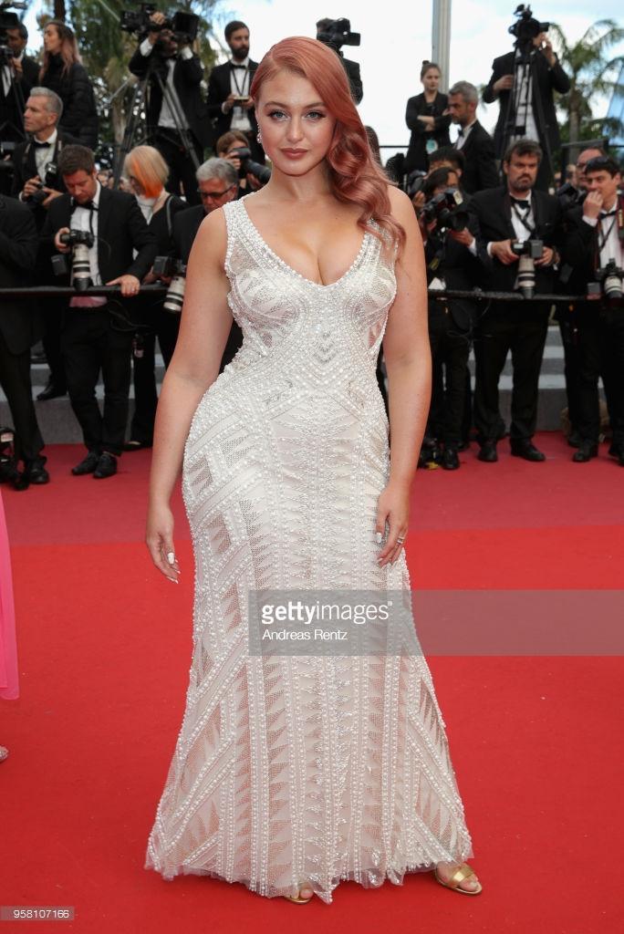 Thảm đỏ Cannes ngày thứ 6: Đạo diễn Christopher Nolan xuất hiện, Iskra Lawrence khoe ngực khủng ảnh 7