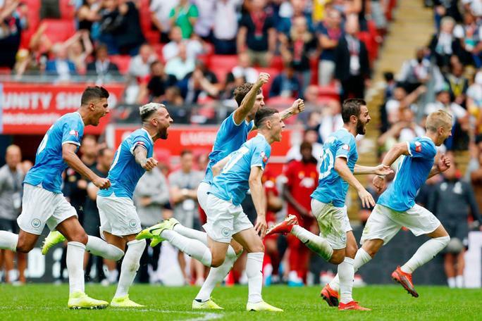Ở loạt luân lưu cân não, các cầu thủ Manchester City là người bản lĩnh hơn.Trận Siêu cúp Anh 2019 chính thức khép lại với chiến thắng dành cho Man City.Wijnaldum của Liverpool là người đá hỏng quả phạt đền.