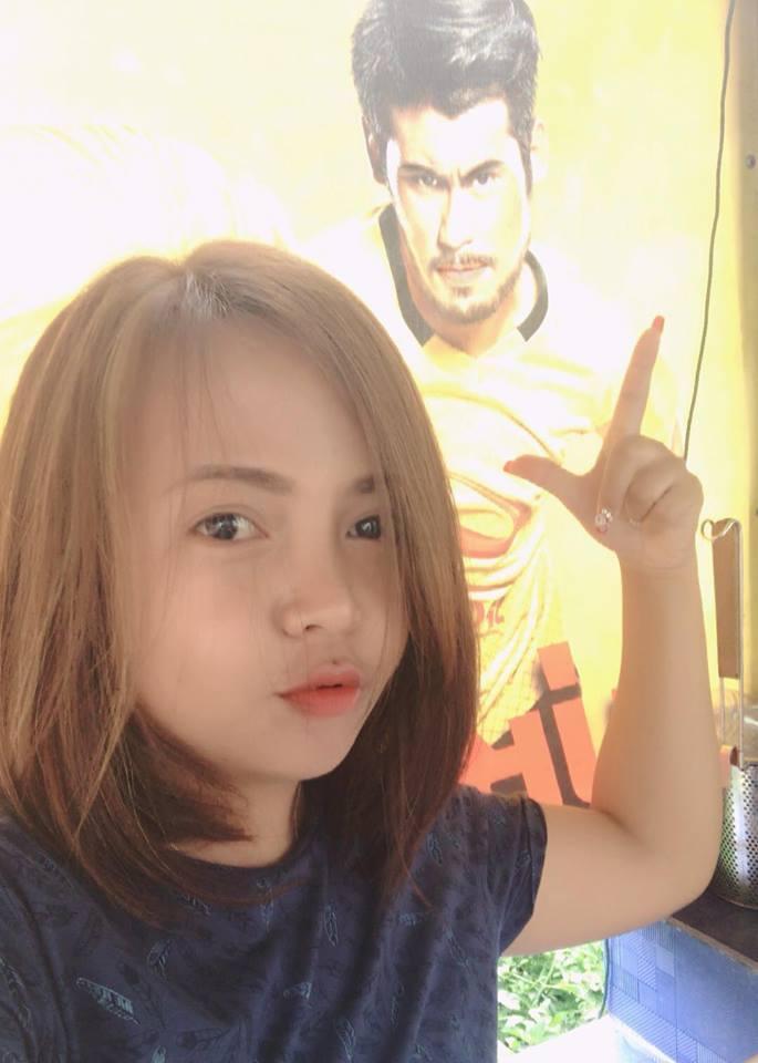 Vợ Messi Lào không ngần ngại tạo dáng mọi lúc mọi nơi.