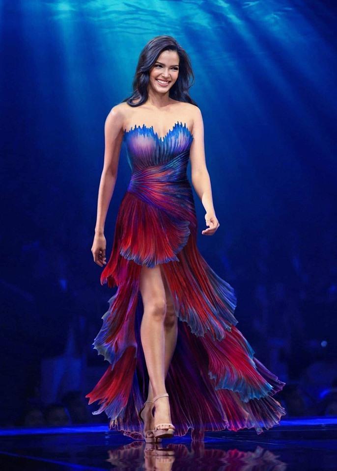 Hình ảnh bộ trang phục dạ hội do cộng đồng fan sắc đẹp Thái Lan hiến kế cho đại diện của mình.