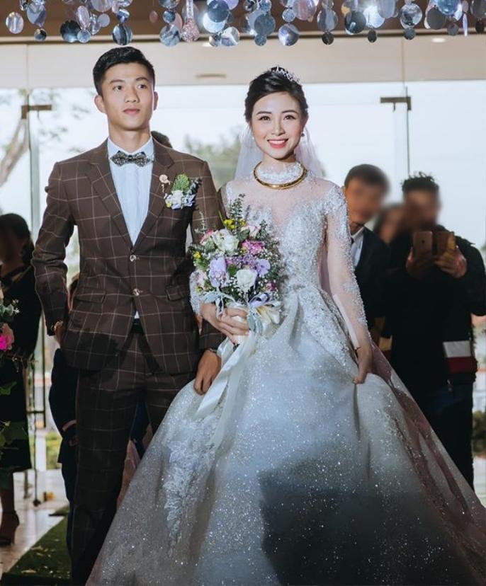 Váy cưới của các nàng Wags Việt: Phan Văn Đức - Nhật linh