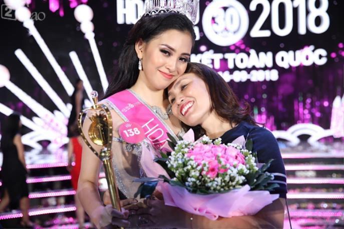 Kể từ khi bắt đầu tham gia cuộc thi Hoa hậu Việt Nam 2018 mẹ Tiểu Vy đã luôn bên cạnh đồng hành và cổ vũ cho con gái