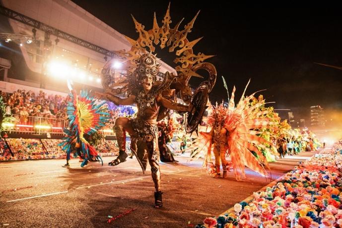 Chingay Parade tôn vinh nền văn hóa đa dạng của Singapore.