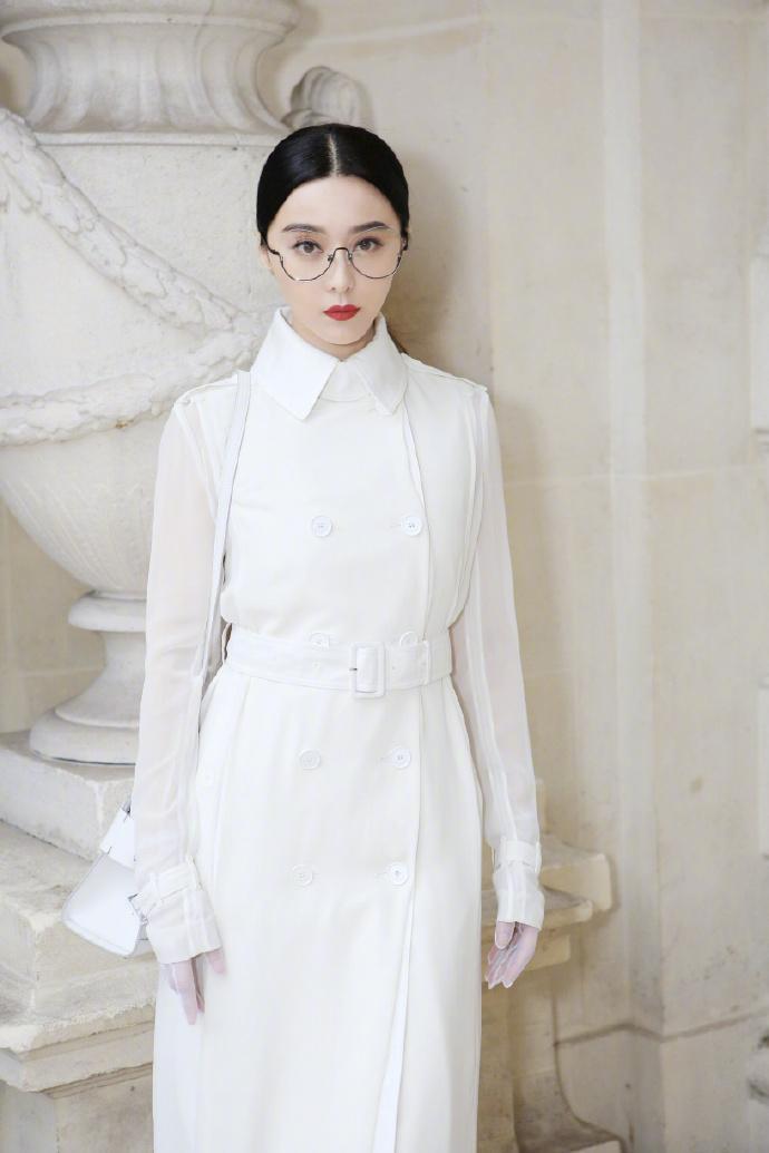 Vừa qua, tạp chí Varietycũng đánh giá Phạm Băng Băng một trong những người mặc đẹp nhất thế giới.