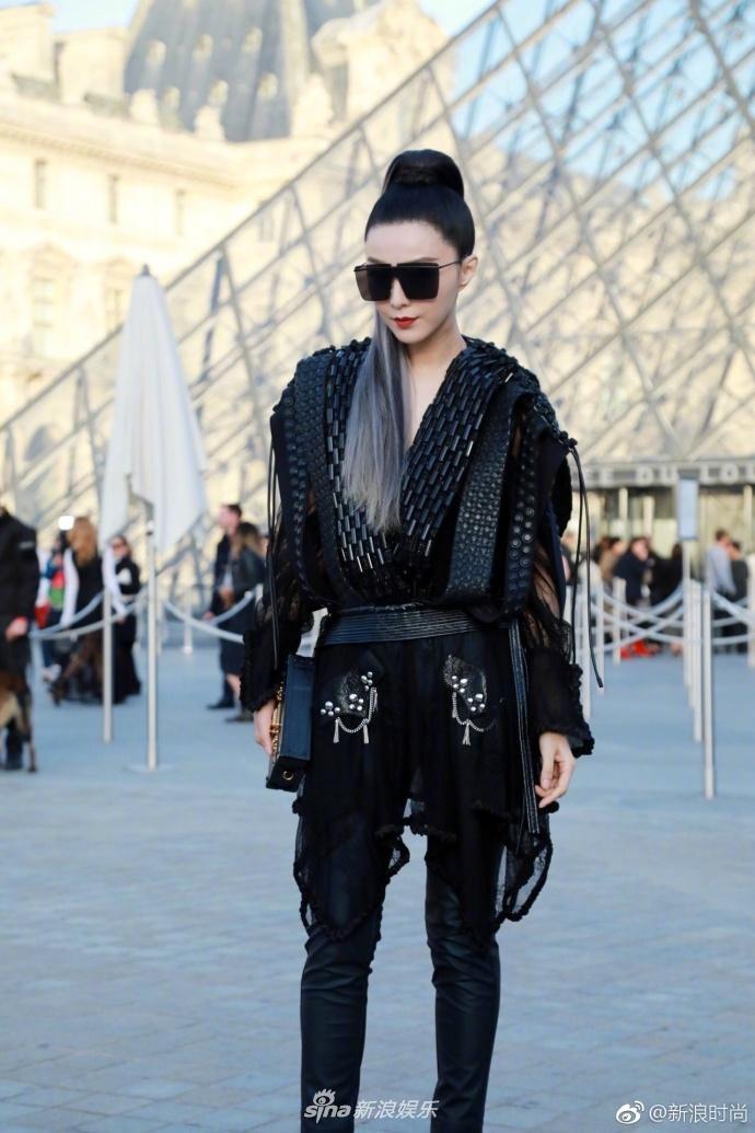Trước đó, Phạm Băng Băng cũng tham dự nhiều show thời trang khác trong khuôn khổ tuần lễ thời trang Paris.