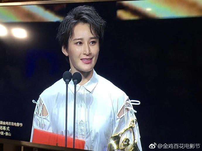 """Tưởng Lộ Hà nhờ vào bộ phim """"Hành động Hồng hải"""" giành được giải thưởng """"Nữ phụ xuất sắc nhất"""" ."""