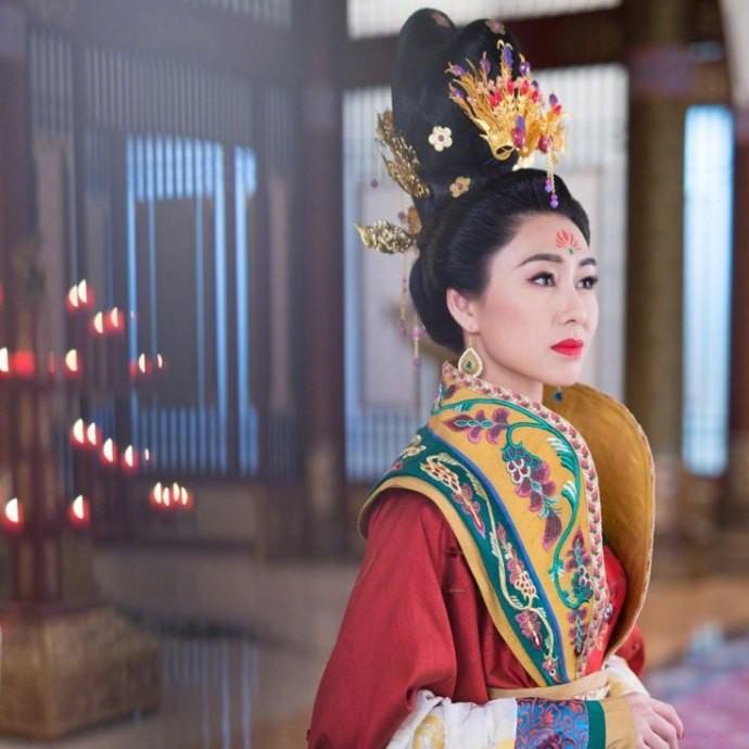 Hồ Định Hân.