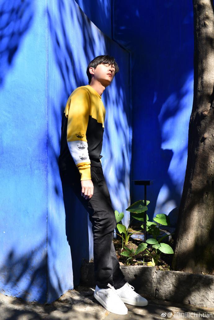 Không chỉ có khuôn mặt điển trai, Chí Điền cũng sở hữu một thân hình cao ráo.