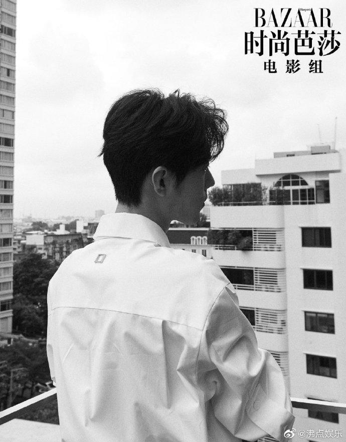 Fan-meeting Trần tình lệnh: Tiêu Chiến, Vương Nhất Bác cùng diện áo sơ-mi trắng chuẩn soái ca ảnh 4