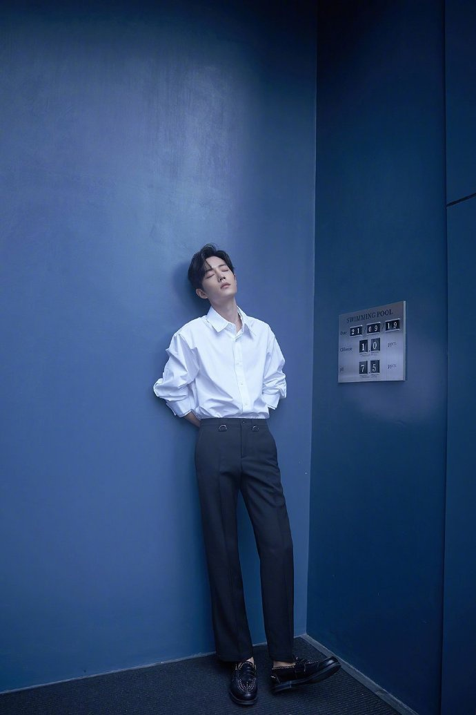 Fan-meeting Trần tình lệnh: Tiêu Chiến, Vương Nhất Bác cùng diện áo sơ-mi trắng chuẩn soái ca ảnh 13