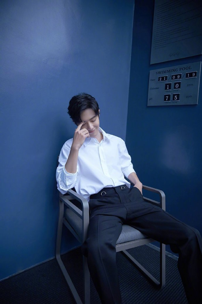 Fan-meeting Trần tình lệnh: Tiêu Chiến, Vương Nhất Bác cùng diện áo sơ-mi trắng chuẩn soái ca ảnh 14