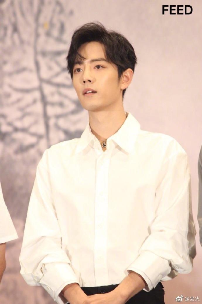 Fan-meeting Trần tình lệnh: Tiêu Chiến, Vương Nhất Bác cùng diện áo sơ-mi trắng chuẩn soái ca ảnh 1