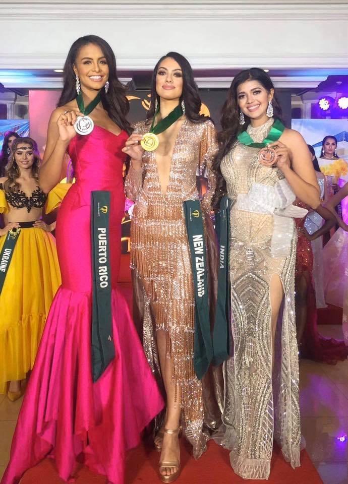 Top 3 Trang phục dạ hội nhóm nước lần lượt thuộc về: New Zealand, Puerto Rico, India