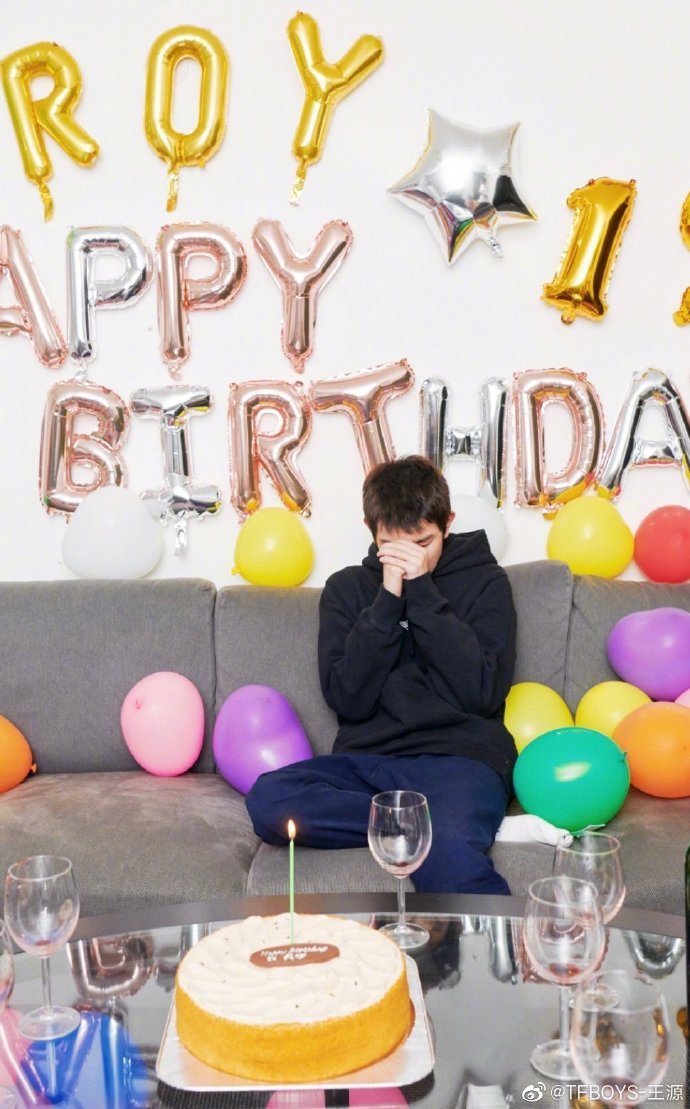 Nhận được lời chúc phúc mới nhớ đến ngày sinh nhật của mình, Vương Nguyên nói: Tôi thấy mình thật may mắn ảnh 4