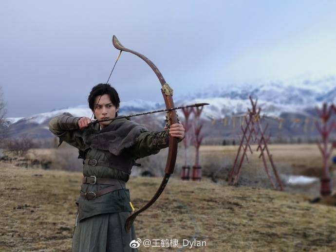 Tương dạ 2 tung poster nhân vật: Vương Hạc Đệ trông khá non, Tống Y Nhân vẫn đáng yêu ảnh 6