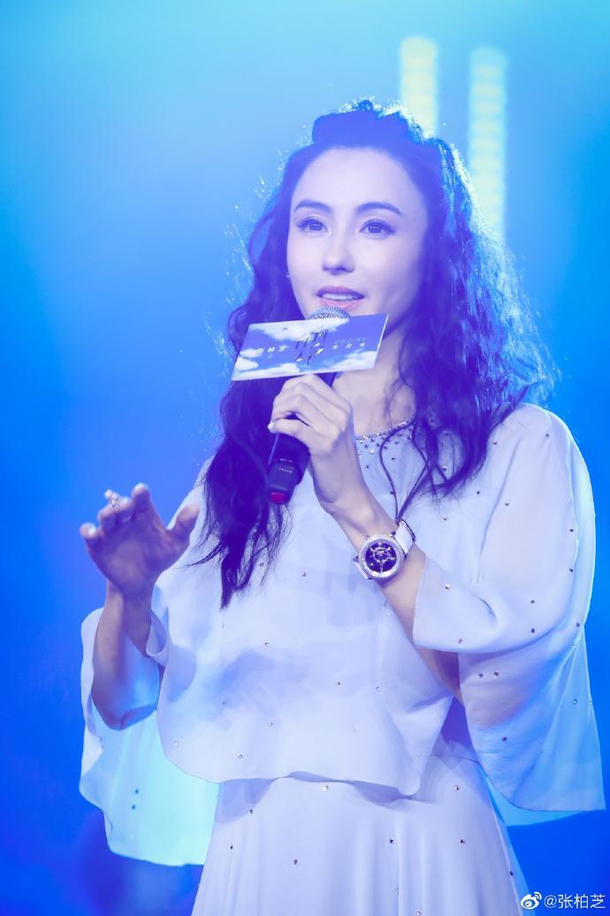 Trương Bá Chi chia sẻ hình ảnh ngày xuân tươi đẹp, mỉm cười trước ống kính ngọt ngào tựa tiên nữ ảnh 1