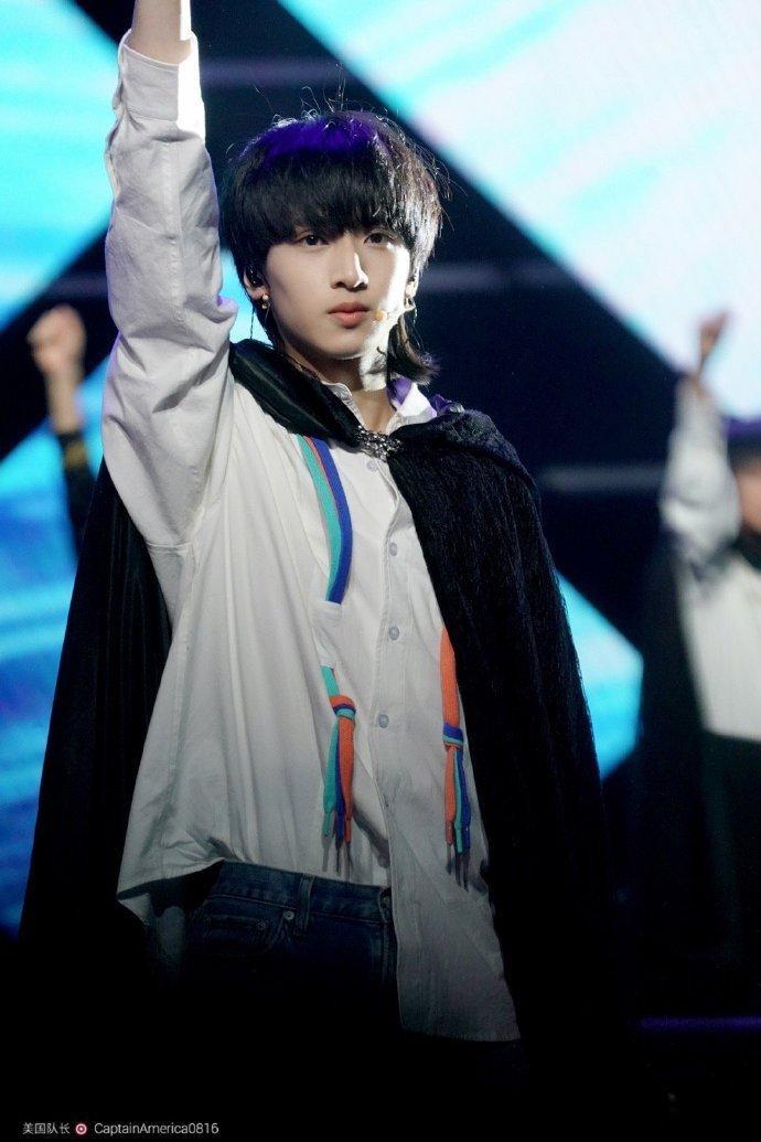20 sao Cbiz được yêu thích tháng 3: Vương Tuấn Khải  Tiêu Chiến đứng đầu, Baekhyun xuất hiện như một vị thần! ảnh 0