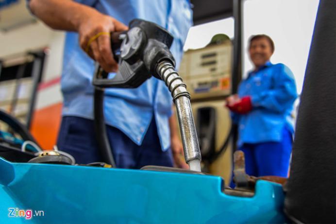 Giá bán lẻ bình quân xăng E5 RON 92 đã gần chạm đến 20.000 đồng/lít. Ảnh: Hoàng Đông