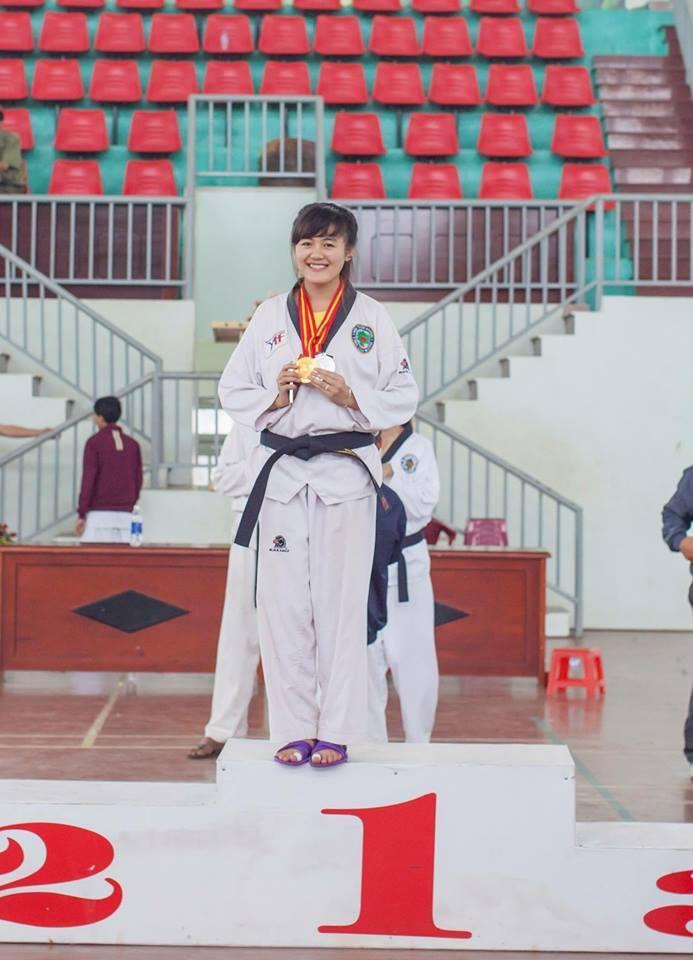 Trong suốt thời gian ngồi trên ghế nhà trường, Thảo Uyên đã giành không ít thành tích thể thao đáng nể.