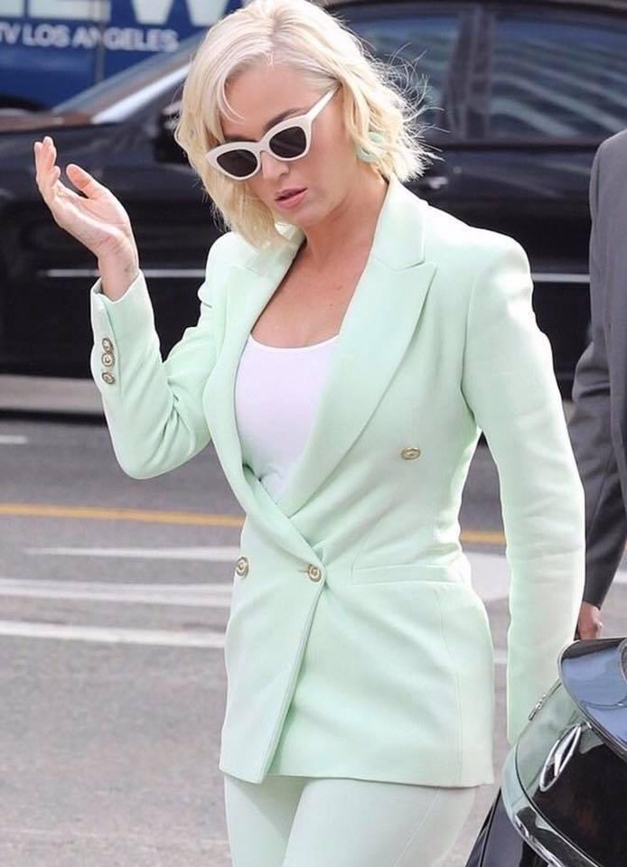 """""""Thứ mà tôi muốn truyền tải trong ca khúc này đó chính là nữ quyền. Sức mạnh của một người phụ nữ được tôi ẩn dụ qua hình ảnh của con ngựa Trojan. Và bạn cũng đừng cố sức mà vượt qua sức mạnh đó, vì bạn sẽ nhận lại những thứ tồi tệ, Không tốt chút nào đâu""""– Katy Perry cho hay."""