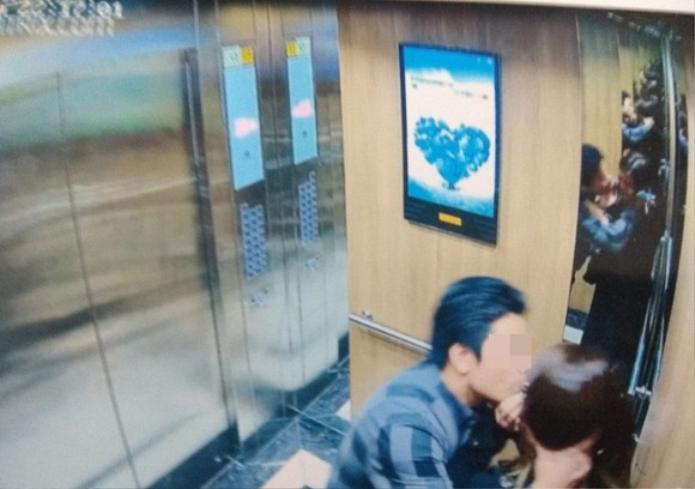 Đối tượng có hành vi sàm sỡ cô gái trong thang máy chỉ bị phạt 200 nghìn đồng.