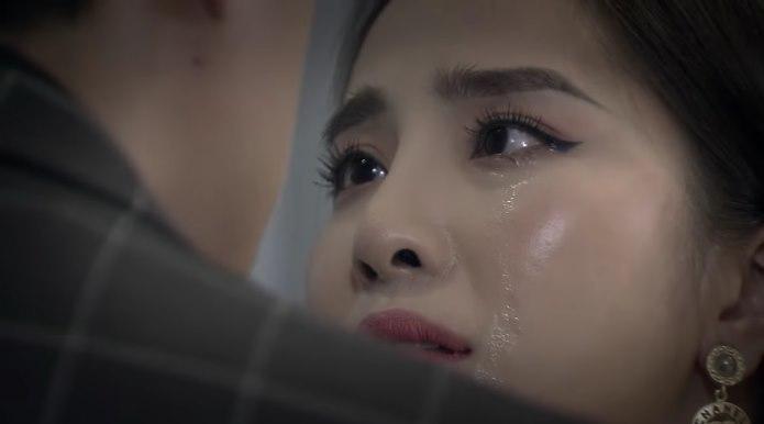 … khiến Nhã chỉ biết rơi nước mắt.