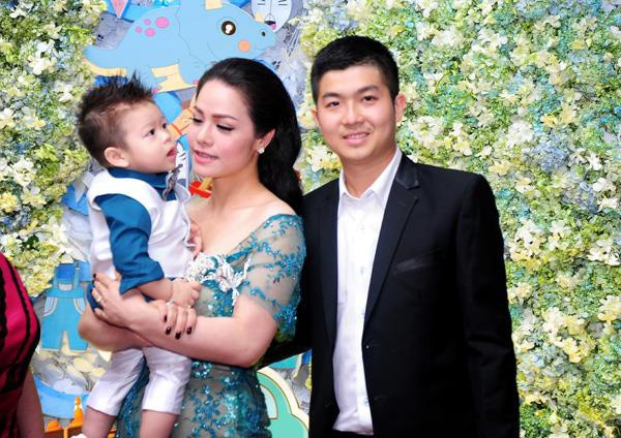 Bị chỉ trích vô trách nhiệm với con lúc nhỏ, Nhật Kim Anh thẳng thừng đuổi anti-fan: Lượn đi ảnh 1
