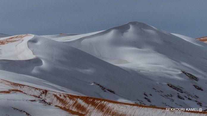 Ain Sefra được coi là cửa ngõ vào sa mạc. Vì vậy, một khi bão tuyết xuất hiện, khu vực này sẽ có lượng tuyết bao phủ nhiều nhất.