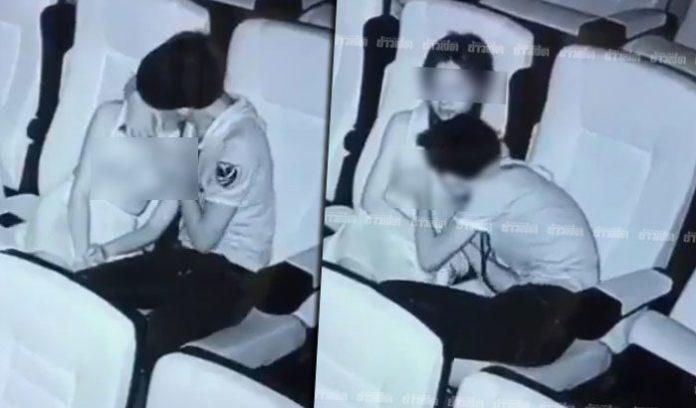 Cặp đôi vô tư ôm hôn, sờ soạng ngay trong rạp chiếu phim.