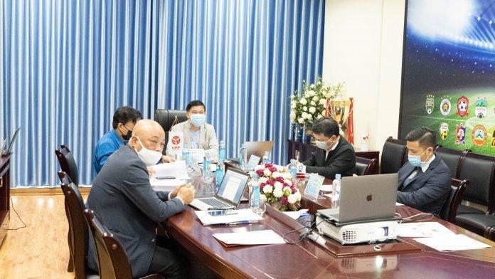 Ban tham mưu của bầu Tú bị phê bình ngay tại cuộc họp với các CLB vào ngày 31/3. Ảnh: VPF