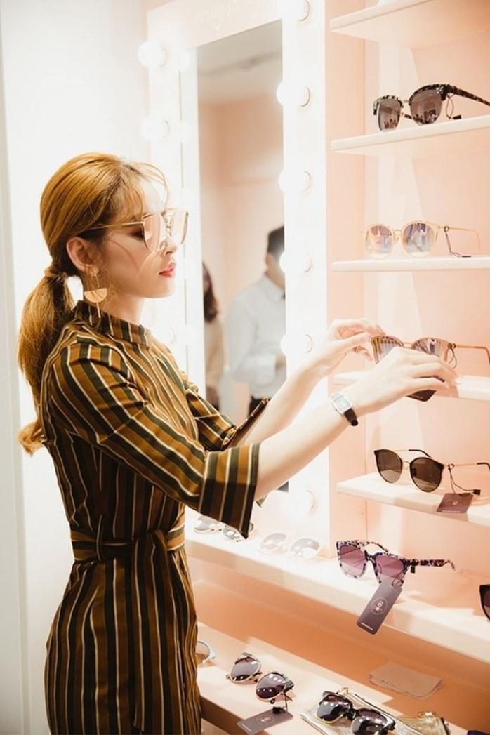 Năm 2017, Chi Pu ra mắt thương hiệu thời trang nhận được nhiều sự ủng hộ của các bạn trẻ.