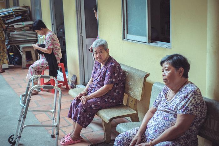 Những cụ bà ở đây đang cần sự sẻ chia giúp đỡ từ cộng đồng hơn bao giờ hết. (Ảnh của 2Brothers)