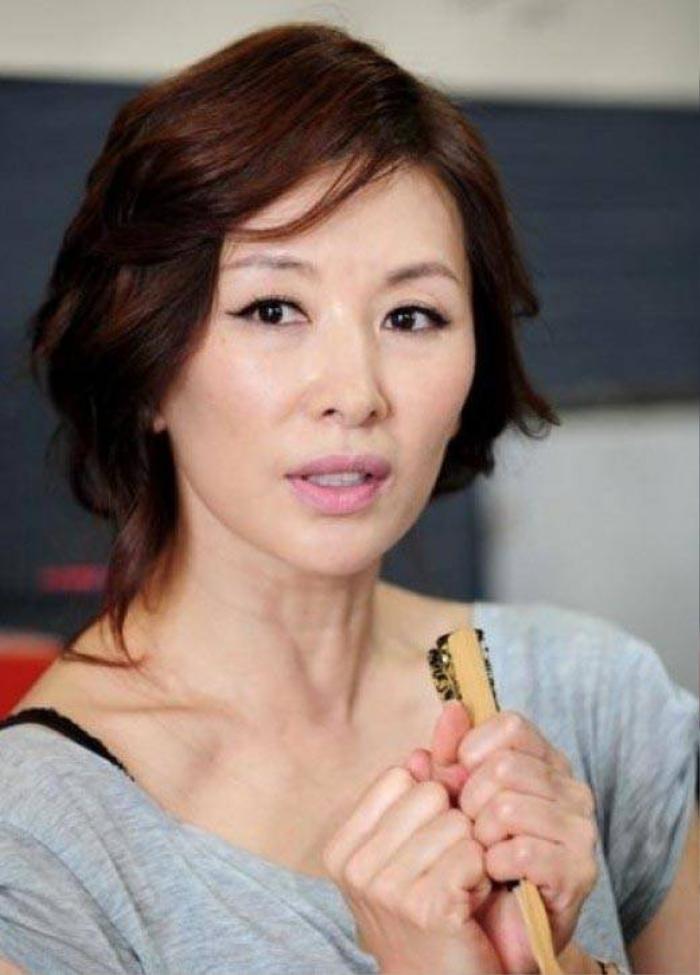 Sao gạo cội Lee Mi Sook có chồng vẫn lăng nhăng.
