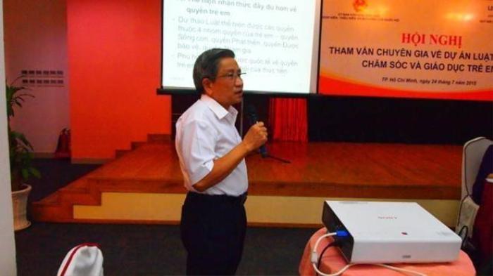 Ông Nguyễn Minh Thuyết góp ý kiến tại hội thảo.