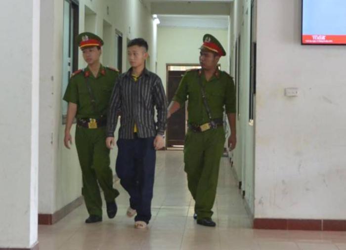 Bị cáo Khánh sau phiên xử. Ảnh: Hoàng Anh.