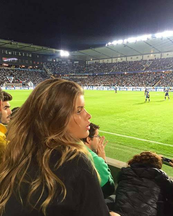 Cánh phóng viên từng bắt gặp cô nàng Maja Darving đến xem trận đấu Malmo - Real.