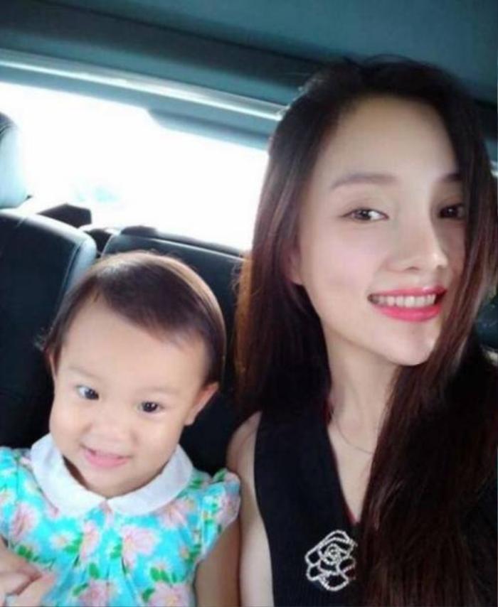 Con gái Lý Tiểu Lộ kém xinh.